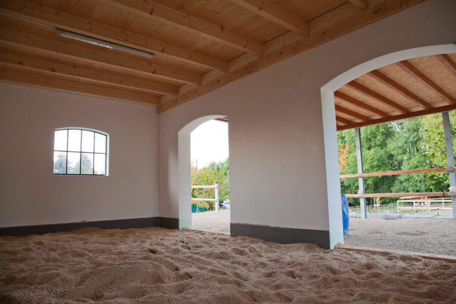 Holzpellets Einstreu - es sieht schon wirklich wohnlich aus für einen Pferdestall.